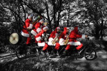 Fietsende Kerstmannen
